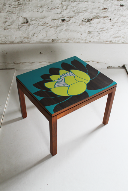 formica-turquiose-lily-table-by-lucy-turner-furniture-and-surface-design