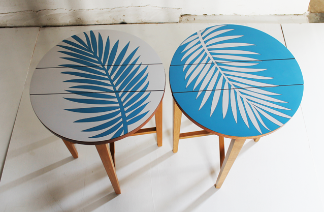 blue-and-white-tables-lucy-turner-palm-leaf-tropical