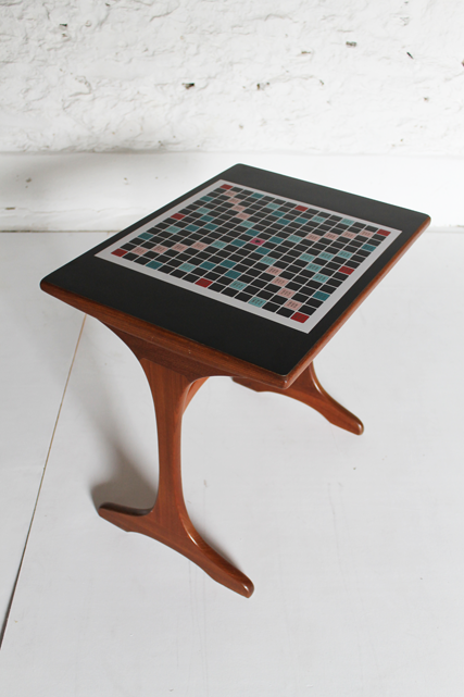 scrabble-table-formica-pieces
